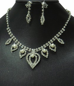 Rhinestone & Pearl Pear Shaped Motif Necklace & Earrings Set